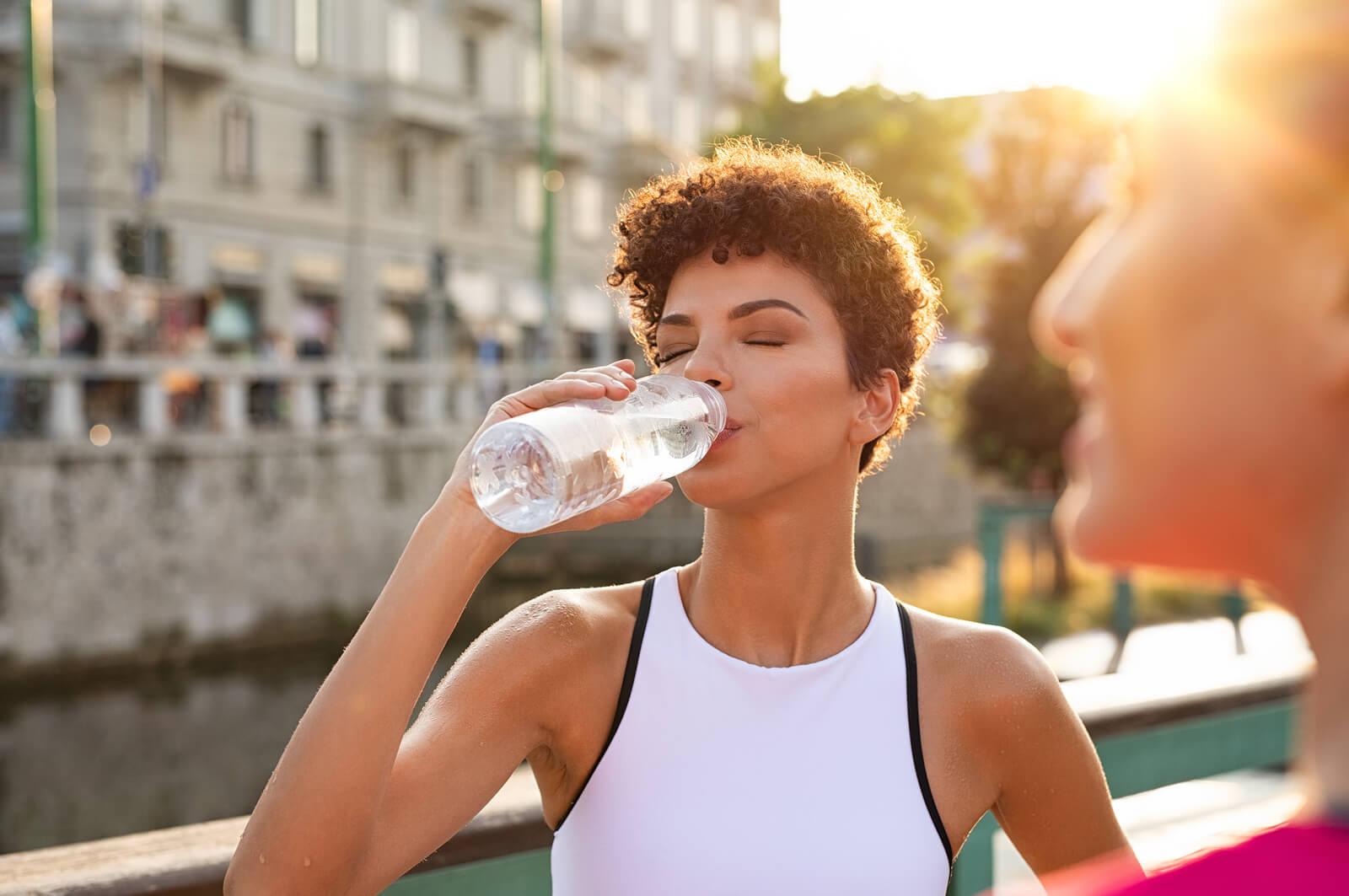 Wasser Nährt Und Fungiert Als Stoßdämpfer
